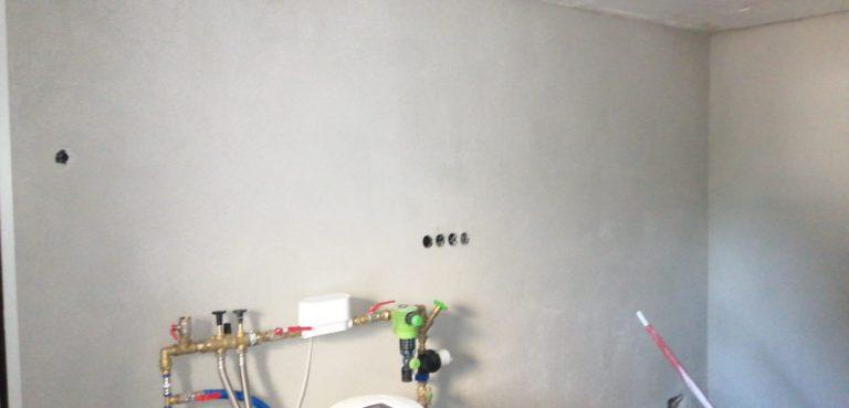 Verputzen der Wände. Wie lange dauert es, bis der Putz getrocknet ist?